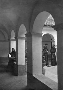 claustro_1920